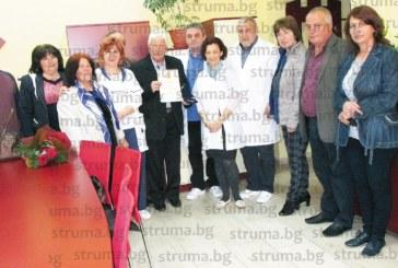 Удостоиха с почетен знак лекар от Кочан, посветил 51 г. от живота си на пациентите в Чеч