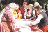 Ученици от Банско боядисаха великденски яйца с натурални бои и месиха козунаци