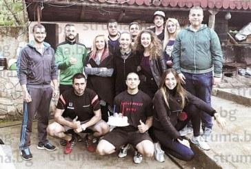 Състезателят по бойни изкуства В. Начев отбеляза 26-и рожден ден с купон, сред красавиците на партито и моделката Ал. Богданска