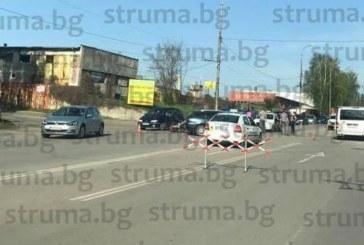 ПРОКОБАТА НА ЗАВОЯ НА СМЪРТТА! Младежи с мотор ранени в катастрофа, три патрулки на място