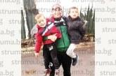 """Футболистът на """"Пирин"""" /ГД/ Иван Спахиев празнува с племенниците си рожден ден """"на патерици"""""""