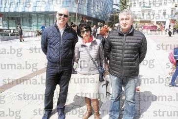 Случайна среща в центъра на Благоевград на ексминистъра на МВР В. Вучков с класната му Й. Камбитова