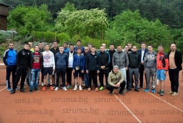 Благоевградчанин спечели тенис турнира в Петрич, скиори размахват ракети на корта