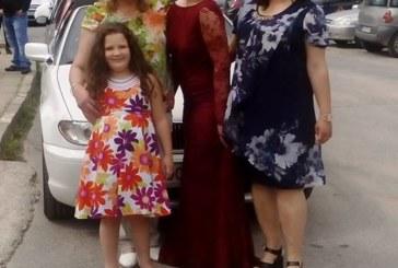 50 близки и роднини изпратиха на бала отличничката от Механото Севдалина Трайкова