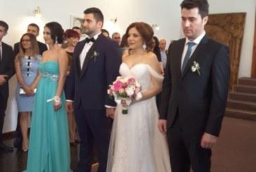 Кметът Камбитов бракосъчета най-младия евродепутат Андрей Новаков и неговата любима Татяна Мишева