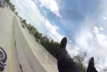Зрелищна катастрофа! Рокер се приземи на покрива на кола (ВИДЕО)