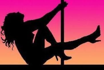 Бомба! ВИП красавица от Югозапада заработва като елитна танцьорка в чужбина /снимка/