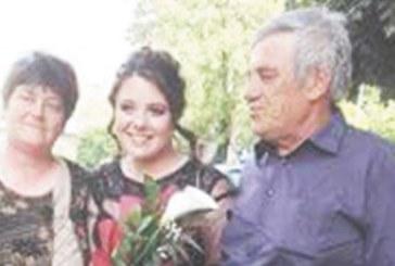 Рокля от Струмица купиха за бала на дъщеря си Анна, армейски кандидат-офицер, семейство инженери от Дупница