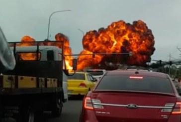 Тотален ужас! Самолет катастрофира върху натоварена магистрала (ВИДЕО)