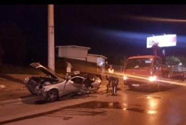 3-ма младежи берат душа след удар в стълб в София (СНИМКИ)