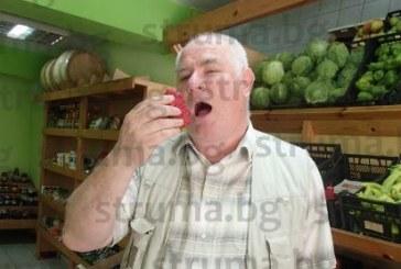 Адвокат Марио Биков се отказа да купи 2 ягодки за 50 ст., ще чака плодове от овощната си градина