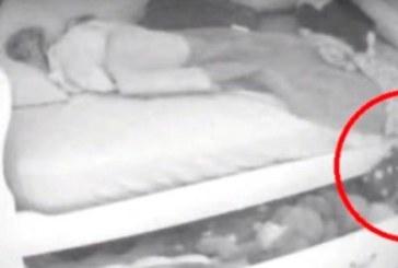Родители наказаха дъщеря си жестоко! Докато спеше под леглото и излезе…