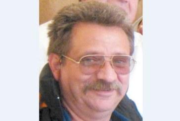 Д-р Апостолов напуска дупнишката болница заради ниска заплата, отива при д-р П. Панайотов в Спешен център – Рила