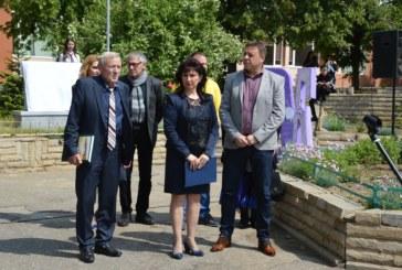 Кметът на Благоевград д-р Камбитов откри паметна плоча в двора на VII СУ