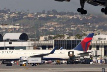 Самолет удари камион на писта, има ранени