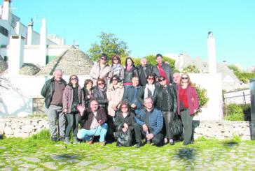 """ПЪТУВАНЕ 17 Г. НАЗАД ВЪВ ВРЕМЕТО! 17 танцьори от """"Пиринци"""" гостуваха в замъка на бившите си колеги сем. Парапанови в Маркония, извиха хоро на една от терасите на Полиняно Амаре"""