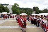 Деца и родители работят заедно в ателиетата на Детски панаир в Благоевград