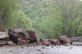 Камъни се срутиха, затапиха пътя за Рилския манастир