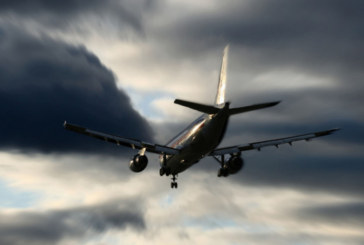Мълнии удариха два самолета на Летище София