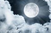 Луната ни намига! Изкъпете се, а после си чукнете среща