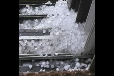 Мощна градушка връхлетя наш град! Започна като дъжд, но после обърна на лед