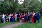 Еуфория от 1 до 12! В стилни рокли и костюми абитуриентите на Езиковата и ПГТЛП минаха по червния килим в Благоевград