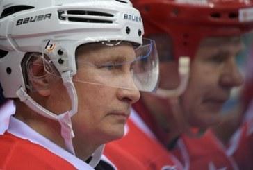 Путин падна на хокеен мач в Сочи /СНИМКИ/