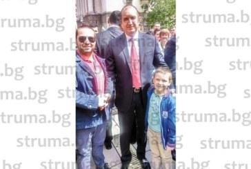 Благоевградчани се щракнаха с президента Радев на военния парад