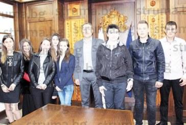 8 абитуриенти в Банско се включиха в оперативката на кмета Г. Икономов