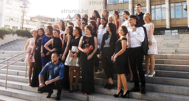 Aбсолвенти от Стопанския факултет на ЮЗУ дадоха старт на балните фиести в Благоевград