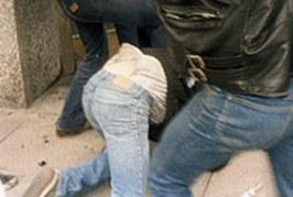 Двама ступаха младеж в центъра на Благоевград посред бял ден