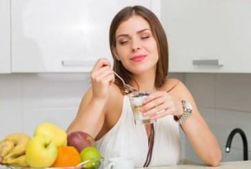 Течност в киселото мляко – да се изхърля ли?