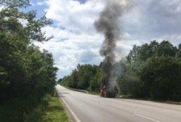 Иван Лечев оцеля сред огнен ад! Автомобилът му изгоря по време на движение