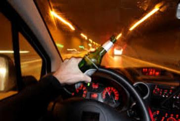 ЗРЕЛИЩНА КАТАСТРОФА! Пиян шофьор пречупи стълб с аудито си, остави половин село без ток