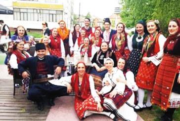 Разложки танцьори надиграха 400 участници от България и Македония на фестивал в Гоце Делчев