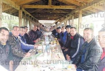 На трапеза ловците и риболовците от Кавракирово си избраха  нов отговорник, вдигнаха тостове за здраве и добра слука