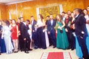 Под дъжда, с номинации за Мис и Мистър Кресна изпрати на бала абитуриентите от местното училище