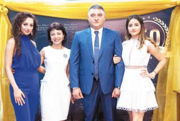 Вторият човек в световното таекуон-до Марио Богданов с парти  с 200 гости чества 50-г. юбилей, шефът на евроцентралата  М. Прюит тропна българско хоро