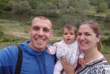 Футболистът Мартин Газиев празнува Рамазан Байрам със семейството си в Абланица