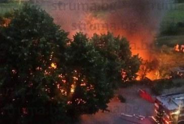 От последните минути! Жена пострада в пожара в Благоевград