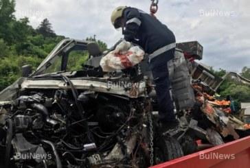 СТРАШНА ДРАМА! Млад пожарникар издъхна в катастрофата на Е-79, оставя сираче