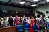 Икономиката изпрати 114-те си зрелостници със стилен коктейл, знаменосецът на училището Марио Гемов отличник на випуска