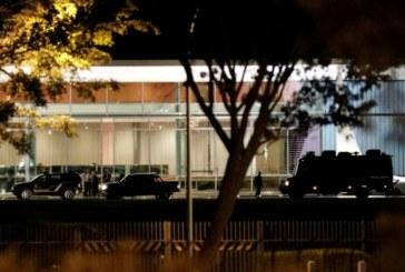Атака срещу президентската резиденция, охраната стреля