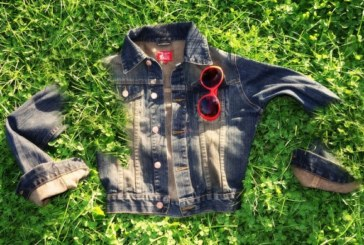 Забавен експеримент: Мъж избира дрехите на жена си цяла седмица