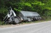 Транспортен хаос на Е-79! 5 часа аварирал тир блокира движението между Струмяни и Долна Градешница