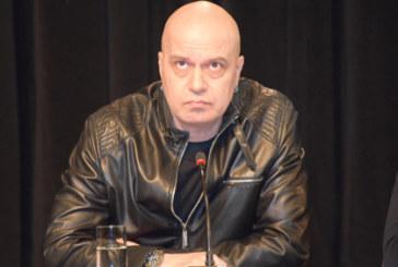 Слави Трифонов претърпя операция