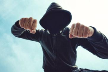 Кошмар в столично училище! 17-г., изпаднал в нервна криза, нападна и рита учителка