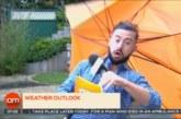 Ураганен вятър отвя синоптик в ефир