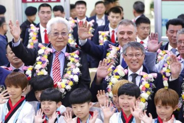 Шефовете на двете враждуващи таекуон-до федерации М. Богданов и Сл. Бинев се побратимиха в Южна Корея