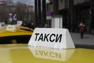 Таксиметров шофьор получи инфаркт и загина, блъсна се в стълб